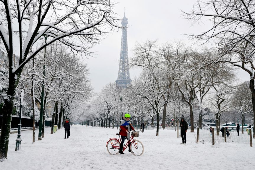 TOPSHOT-FRANCE-WEATHER-SNOW
